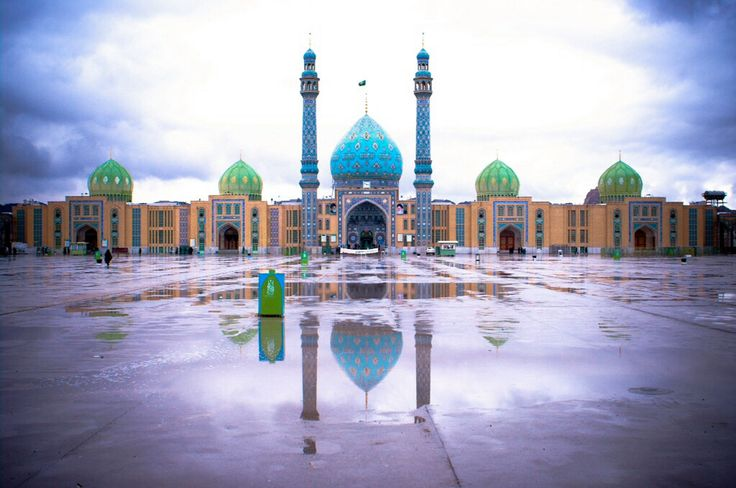 #Jamkaran #Mosque is a popular pilgrimage site for #Shi'ite #Muslims, #Iran. Local belief has it that the Twelfth Imam (Muhammad al-Mahdi) — a messiah figure Shia believe will lead the world to an era of universal peace — once appeared and offered prayers at Jamkaran.