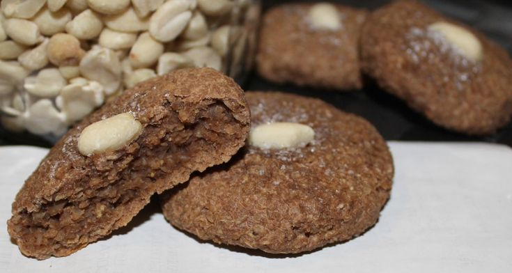 Biscuiti Digestivi aromati, satiosi si sanatosi, fara zahar si gluten. Aceasta reteta innobileaza conceptul de fast food, pentru ca desi se fac foarte repede, sunt 100% naturali si foarte nutritivi!