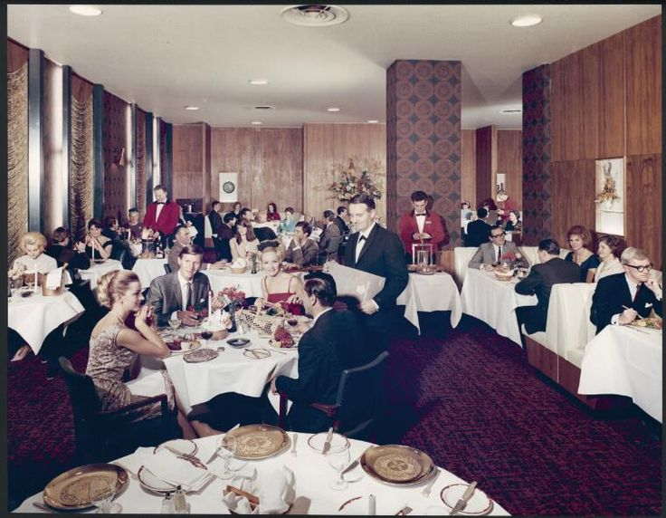 Sievers, Wolfgang, 1913-2007. The formal dining room at the Hotel Savoy-Plaza, Melbourne, 1965 [picture]