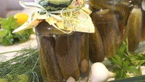 Фото к рецепту: Маринованные сладкие огурцы. Вкус БОМБА такой, что за раз можно съесть всю банку!