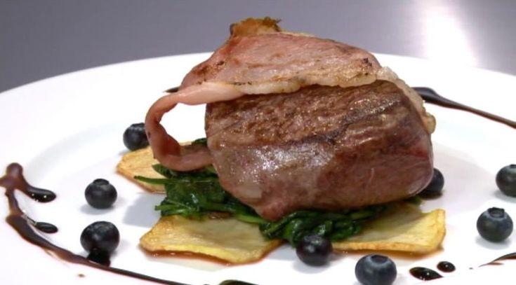 Reteta Marcel Barbulescu: Friptura din muschi de vita pe pat de spanac si de cartofi, cu sos de ciocolata cu chili