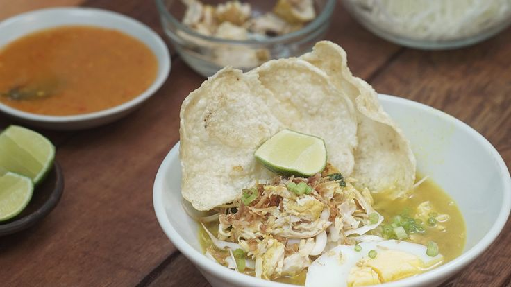 Resep dengan petunjuk video: Soto ayam adalah makanan khas Indonesia, salah satu soto yang sangat populer di Indonesia ini berwarna kekuningan di karenakan oleh kunyit yang digunakan sebagai bumbu dasar dari pembuatan Soto Ayam.  Bahan: Bahan:, ¼ ekor ayam, 3 siung Bawang Putih, 5 siung Bawang merah, 2 cm Lengkuas, 2 butir Kemiri, 2 cm Kunyit, 2 lembar Daun salam, 2 lembar Daun jeruk, 10 gram Daun seledri, 1 batang Sereh, 500 ml Air, ½ sdt Garam, ½ sdt Gula, 100 gram Soun, rendam dengan air…