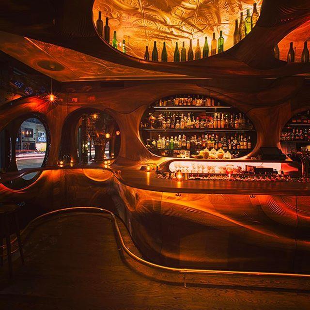 Amazing bar @ Bar Raval Toronto!! #interiordesign#architecture#designer#hospitalitydesign#hospitality#bars#lightingdesign#lighting#customwoodwork#cocktails