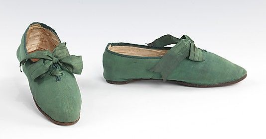 Shoes, 1810–29, British (probably), silk. In the Brooklyn Museum Costume Collection at The Metropolitan Museum of Art. (Click through for excellent description of this item from the museum.)