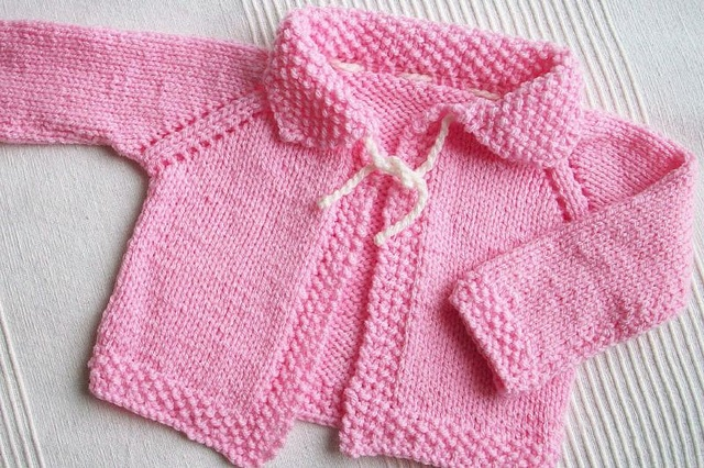 Nice Baby Sweater for 6-12 months; free pattern: http://cache.lionbrand.com/patterns/60806A.html