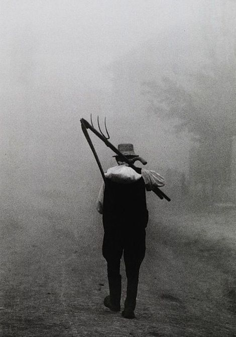 Péter Korniss Szék (Sic, Romania), Dawn with a scythe Szék (Sic, Romania), 1974 on ArtStack #peter-korniss-szek-sic-romania #art