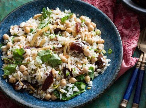 Salata marocana cu naut, orez si curmale
