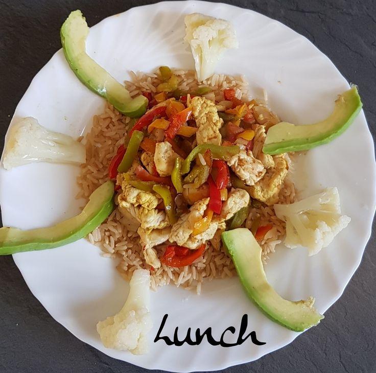 🍃ce midi dans mon assiette🍃 🥗riz complet 🥗dés de poulet 🥗mélange de 3 poivrons 🥗Choux-fleur  🥗Huile de coco 🥗curry . 👉et vous ce midi ❔ . ➖ ➖ ➖ ➖ ➖ ➖ ➖ ➖ ➖ ➖ ➖ @https://www.facebook.com/julyfithbc/ 🔹MON BLOG : www.july-fit-hbc.com
