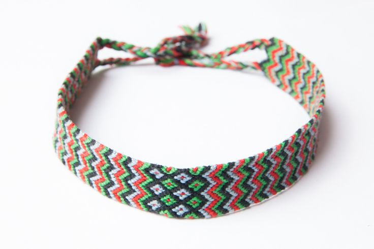 colier tip choker (rosu verde) - 20 lei  ——  handmade chevron choker - 5 euros