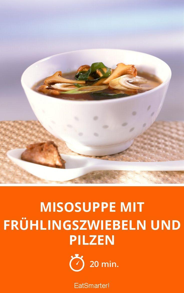 Misosuppe mit Frühlingszwiebeln und Pilzen - smarter - Zeit: 20 Min. | eatsmarter.de
