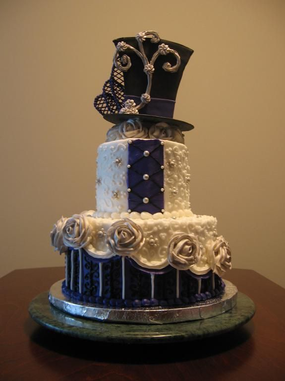 Steampunk fabulousness!  I love this Steampunk wedding cake.  Could also be a birthday cake.  Modern buttercream project on Craftsy.com