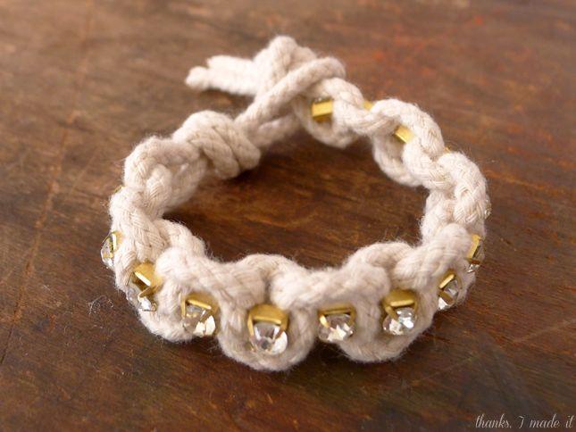 Hoy les comparto un tutorial para hacer pulseras bonitas de rhinestone. Para hacer esta pulsera sólo necesita dos materiales: Cord...