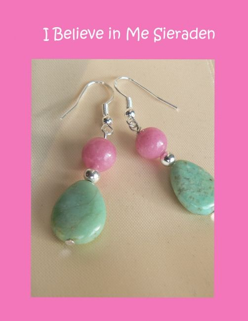 Heel vrolijke zomerse oorbellen van morganiet en afrikaanse jade. Morganiet