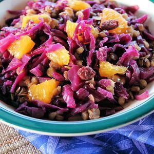 De Kooktips - Rode koolsalade met linzen, rozijnen en sinaasappel