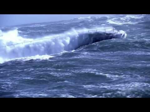 Navy Ship in EXTREME Ocean Storm | Extreme | Pinterest ...