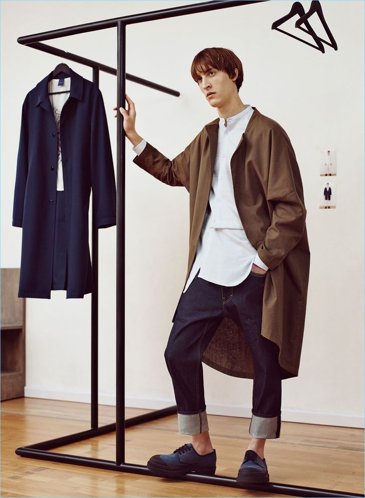 Tapping into the oversized trend, Tim Dibble rocks an oversized linen coat with a studio shirt and basic jeans from Zara Man.