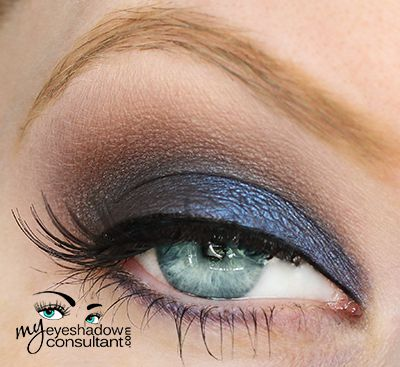 http://myeyeshadowconsultant.com: Urban Decay Smoked Palette: Evidence (inner half of lid and lower lashline) Backdoor (outer half of lid and into outer v) Barlust (crease) MAC Blanc Type (blend)