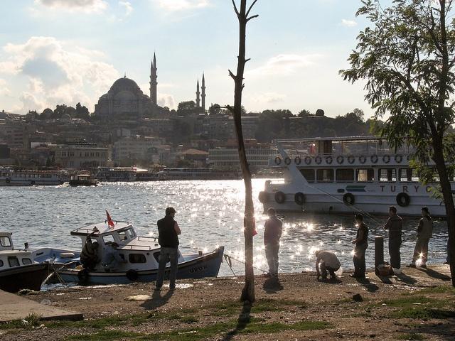 Goldenes Horn, Istanbul - 08, via Flickr.