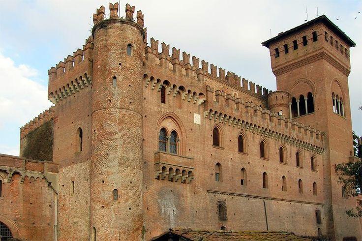 Castello di Gabiano è un castello posizionato in maniera dominante sulla valle del Po, nella città di Gabiano (AL).