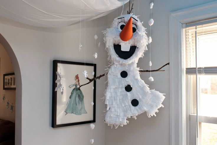 DIY Olaf Frozen Party Pinata