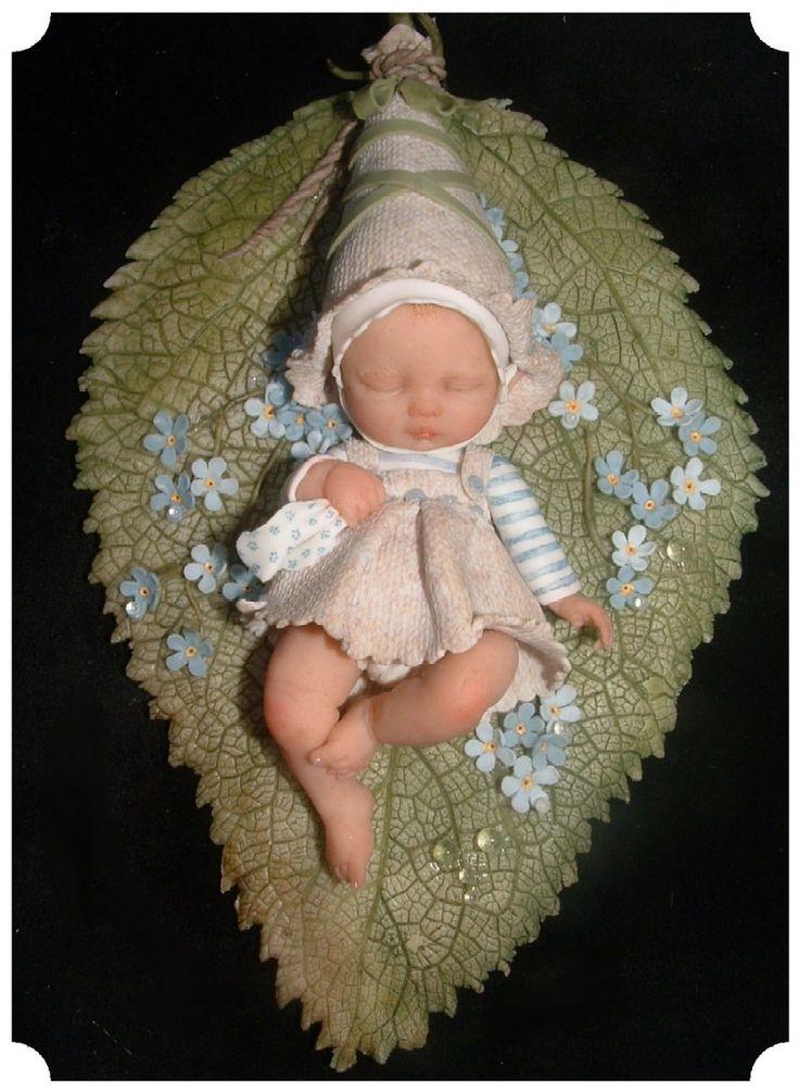 Een aantal jaren terug heb ik mijn eerste bladelfje gemaakt, heel eenvoudig, een paar blaadjes een babyhoofdje dat uit die bl...