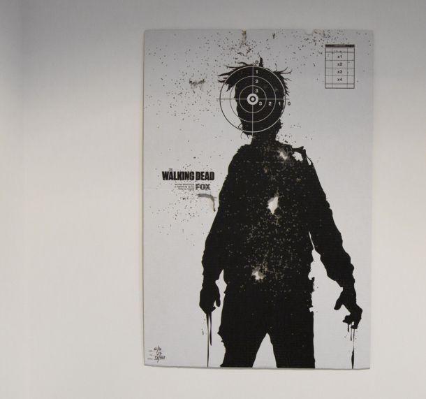 The Walking Dead Shooting Posters   Comunicadores   Pôsteres exclusivos e oficiais da série furados à bala, para promover a 3ª temporada de The Walking Dead.