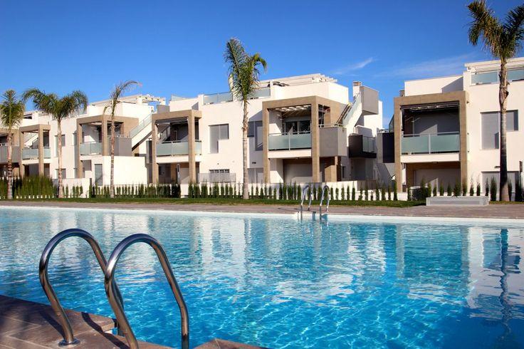 Mooie moderne appartementen in Torrevieja met 2 slaapkamers en 2 badkamer. Een groot gemeenschappelijk zwembad om lekker te genieten gedurende de vakantie in de zomer. Meer info over deze woning op de website van New Villas in Spain: http://www.newvillasinspain.com/nl/woningen/orihuela-costa/modern-appartement-torrevieja-7.html