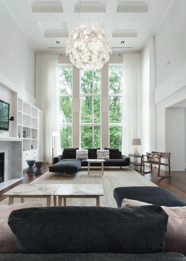Hoge plafonds in de woonkamer