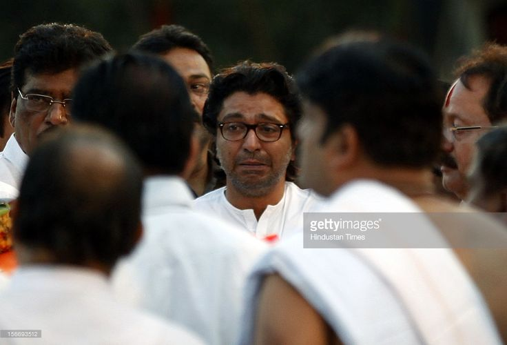 Raj Thackeray weeps after lighting Bal Thackeray's funeral pyre at Shivaji Park on November 18, 2012 in Mumbai, India. Bal Thackeray passed away on November 17, 2012 at the age of 86 years.