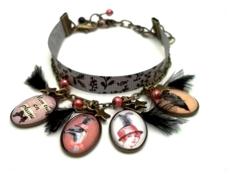 Bracelet vintage rétro, ruban liberty taupe, cabochon en verre, plume, noire.