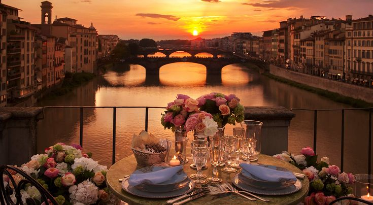 Florence is such a romantic city... don't miss it on Valentines Day!  Firenze è una città così romantica... da non perdere per San Valentino!  #sanvalentinofirenze #valentines #romantic #love #couple #getaway #italy #book #rental #mabellefirenze #residence #residenzagambrinus #residenzasassetti #travel #holiday #honeymoon #engagement #romantico #romance #valentinesday