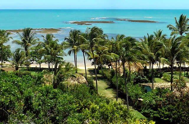 Espelho Beach - Caraíva, Porto Seguro, Bahia, Brazil http://destinations-for-travelers.blogspot.com.br/2014/06/praia-do-espelho-caraiva-porto-seguro-bahia.html