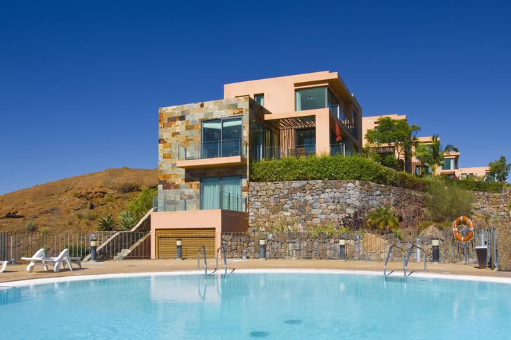 XXL pool villa on the canary islands