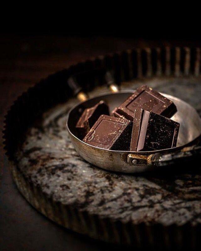 > De gezonde voordelen van Dazzles! <  Het eten van kleine hoeveelheden pure chocola elke dag, kan ervoor zorgen dat je hart langer gezond blijft. Weer een goede reden om Dazzles! met pure chocolade te bestellen!   #Dazzles #Chocolate #Chocolade #Dazzle #GezondHart #Gezondzijn #Gezond #Healthy #PureChocolade #FeelGood #FeelGoodFood #bestoftheday #GoodFood #HealthyFood #Vrouwen #Women #BitterBite #FragiesOfFragles