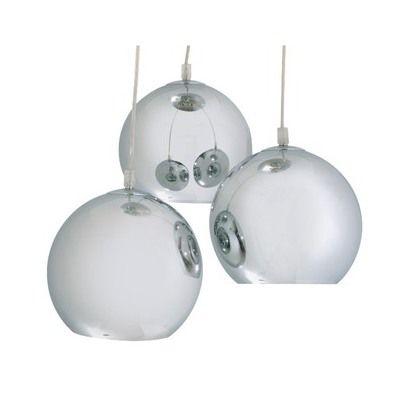 Concept Verre nous propose cette agréable suspension au design remarquable. Cette suspension se compose de 3 boules d'un diamètre de 20 cm et d'une hauteur de 16 cm. L'association des 3 boules, et les jeux de transparence permis par l'utilisation d'un verre métallisé rendent ce luminaire encore plus irrésistible. #Lampes, #Decovip, #Leguide
