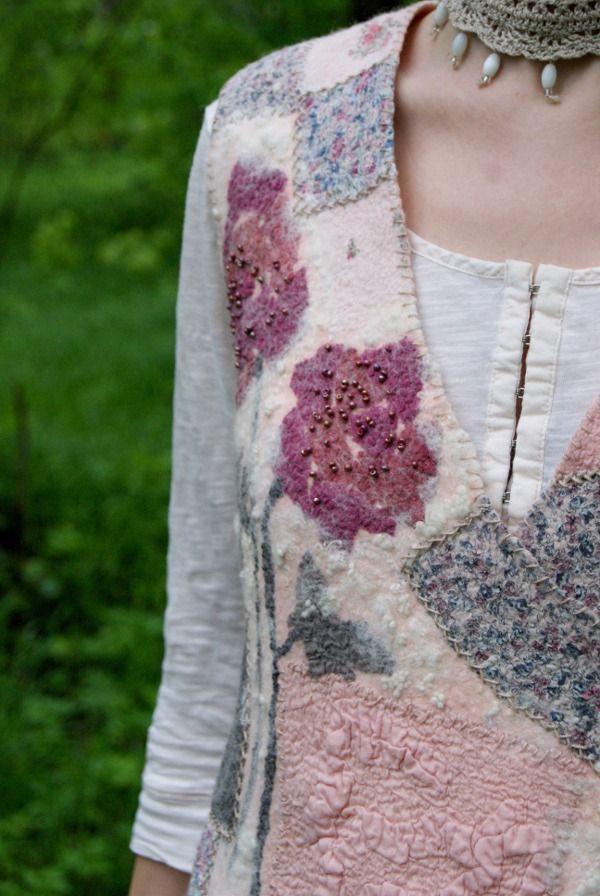 Тут, в общем-то, все понятно:теплый розовый цвет, лоскутки натуральных тканей (шелк, хлопок, вискоза),широкая шелковая оборка по низу жилета, шелковые же завязки,ручная вышивка,выложенные шелком розы на спинке и полочке.Разные фактуры и оттенки -одно настроение.Уютный жилет,не такой как все.В деревенском стилеили бохоили хиппи. Люблю делать такие вещи - и носить.