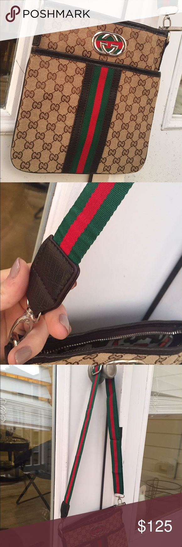 Gucci Messenger bag Gucci cross body bag! In Excellent condition. Gucci Bags Crossbody Bags