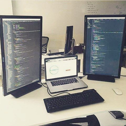 Nice setup  #Repost - @programmer.me  #html #css #freelance #freelancing #c #cpp #csharp #objective_c #scala  #code #programming #language #data #php #sql #injection #setup #hacker #angularjs #python #binary #computer_science #java #coding #project #wordpress #software_engineering #javascript #scala