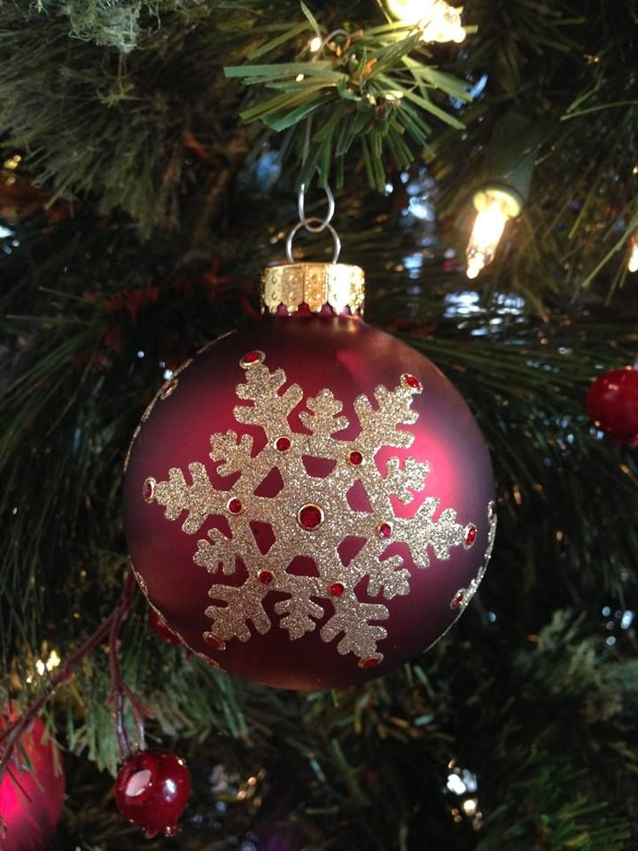 Beautiful glittered snowflake ornament by Els of Elizabeth Craft Designs. Simple Pleasures Rubber Stamps and Scrapbooking.