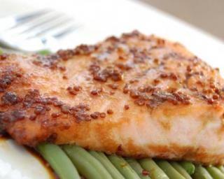 Saumon rôti à la moutarde : http://www.fourchette-et-bikini.fr/recettes/recettes-minceur/saumon-roti-la-moutarde.html