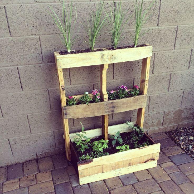 DIY Pallet planter- great for my little herb garde…