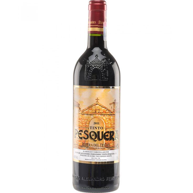 Pesquera Crianza es un vino monovarietal 100% tempranillo. La uva se selecciona y despalilla siguiendo una vinificación tradicional. A la vista es de color cereza picota con ribetes violáceos. Limpio brillante de capa media-alta. Abundante lágrima tinta
