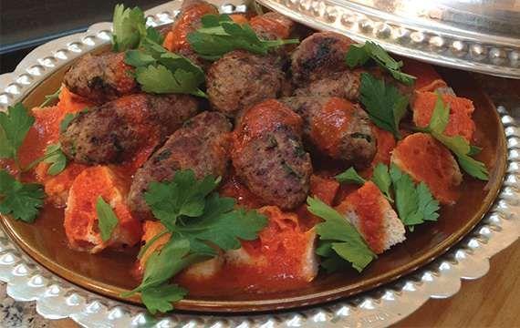 Maggi® köfte harcıyla, ağzının tadını bilenler için hazırlanmış pideli köfte kebabı!