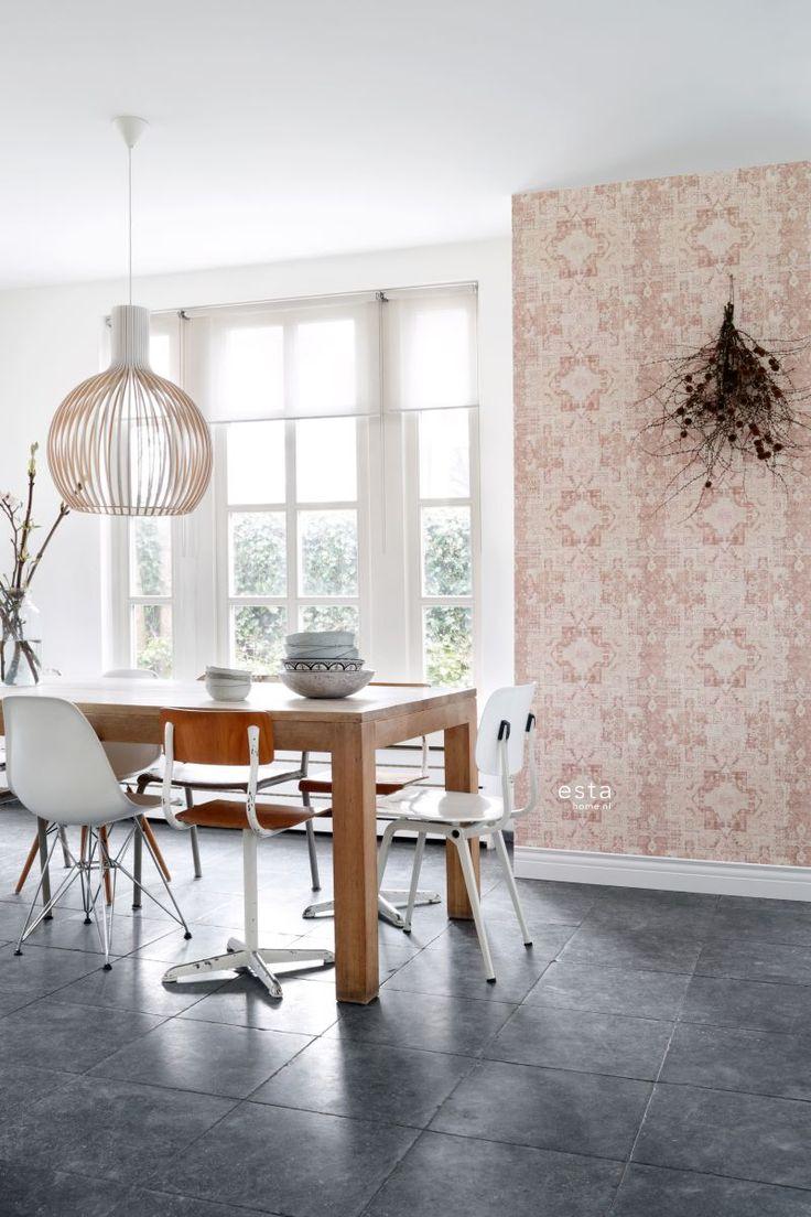 chalk printed eco texture non woven wallpaper Oriental ibiza marrakech kelim carpet Peach orange pink 148656 #behang #kelim #perzik #oranje #keuken #eetkamer #pastel #interieur #interior #vtwonen #estahome