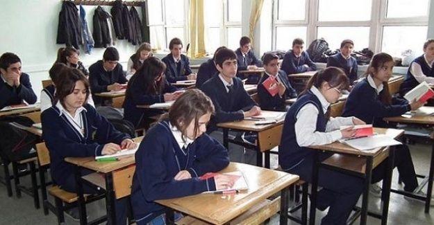 Liselerde haftalık ders saati değişti: Zorunlu din dersi arttırıldı, biyoloji dersi saati indirildi