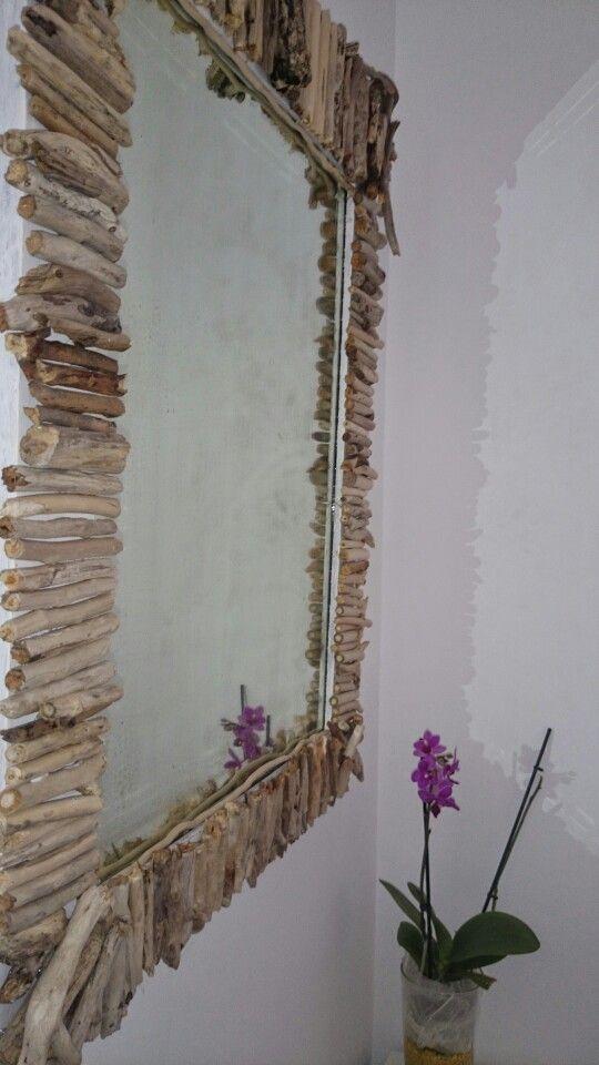 espejo decorado con palitos del mar