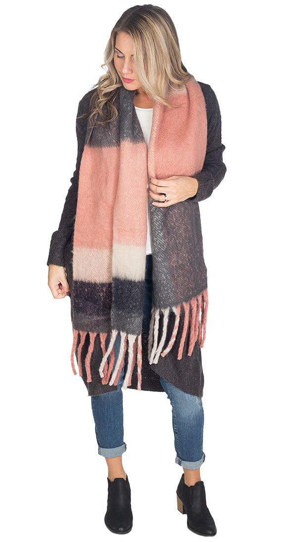 Silver Icing London Fog Scarf #silvericing #scarf #fallfashion2017 #winterfashion #winterfashion2017 #fallfashion #accessories #completethelook #getthelook #fuzzy #soft #rose