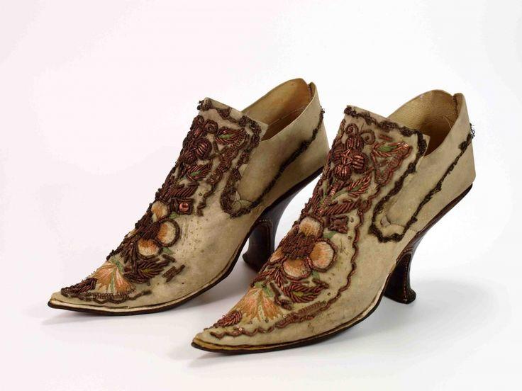 Shoes, Paar Damen-Absatzschuhe, Ende 17. Jahrhundert Museum Weißenfels - Schloss Neu-Augustusburg Inv.Nr: V 4 a,b D