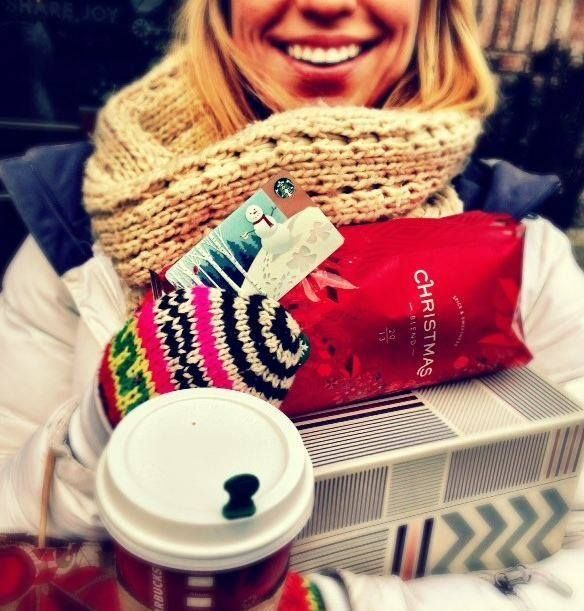 Our cheery snowman is a great gift topper. #StarbucksCard