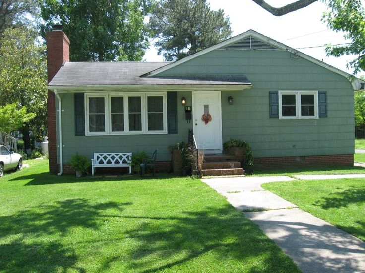 Entire home/apt in Crisfield, US. Located in Crisfield Maryland, a quiet picturesque working waterfront community on the Chesapeake Bay. The perfect location to enjoy local activities or become your home base for Eastern Shore day trips! Features a large living room, working firep...